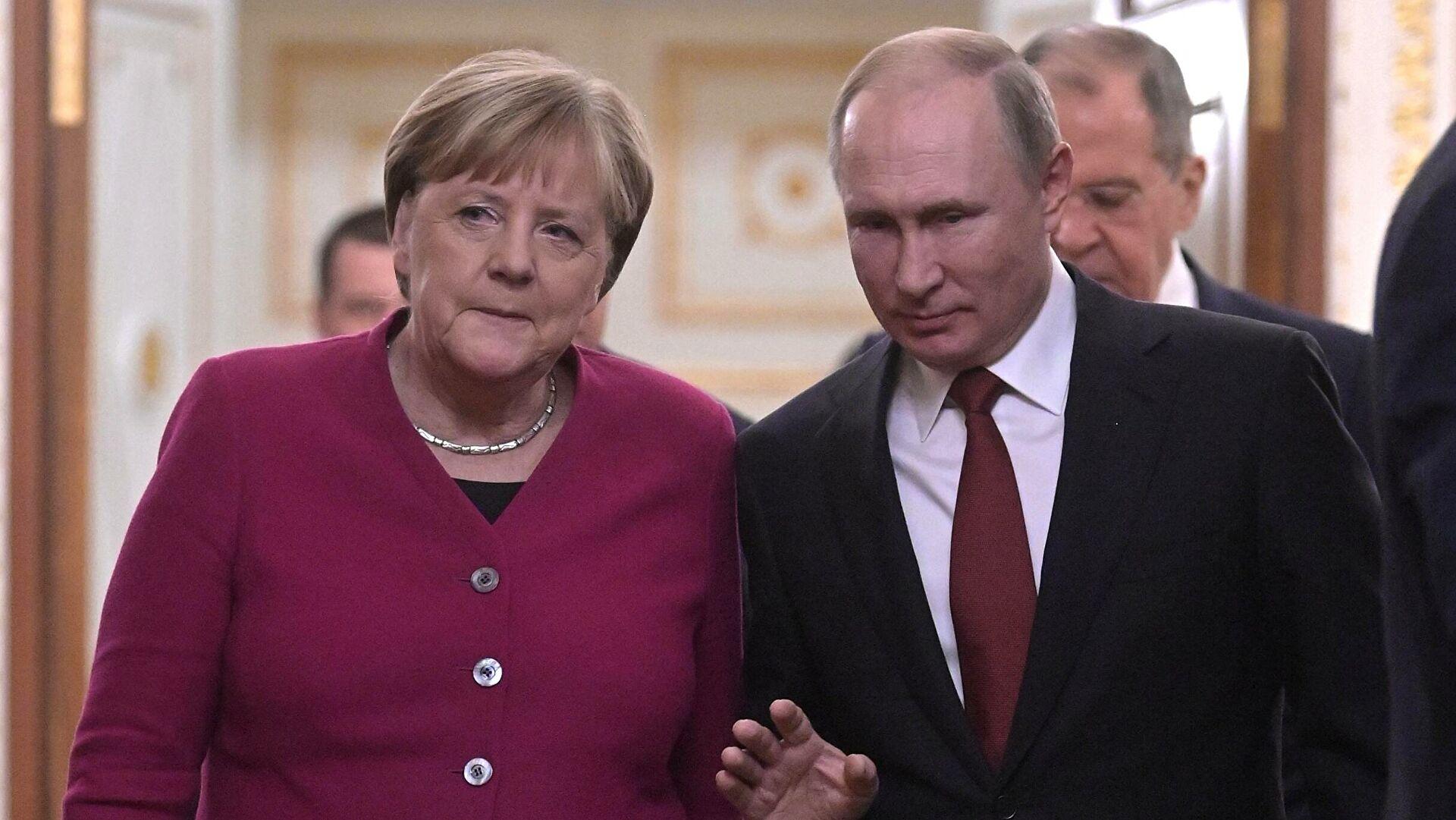 Putin i Merkelova razgovarali o situaciji u Karabahu i Donbasu