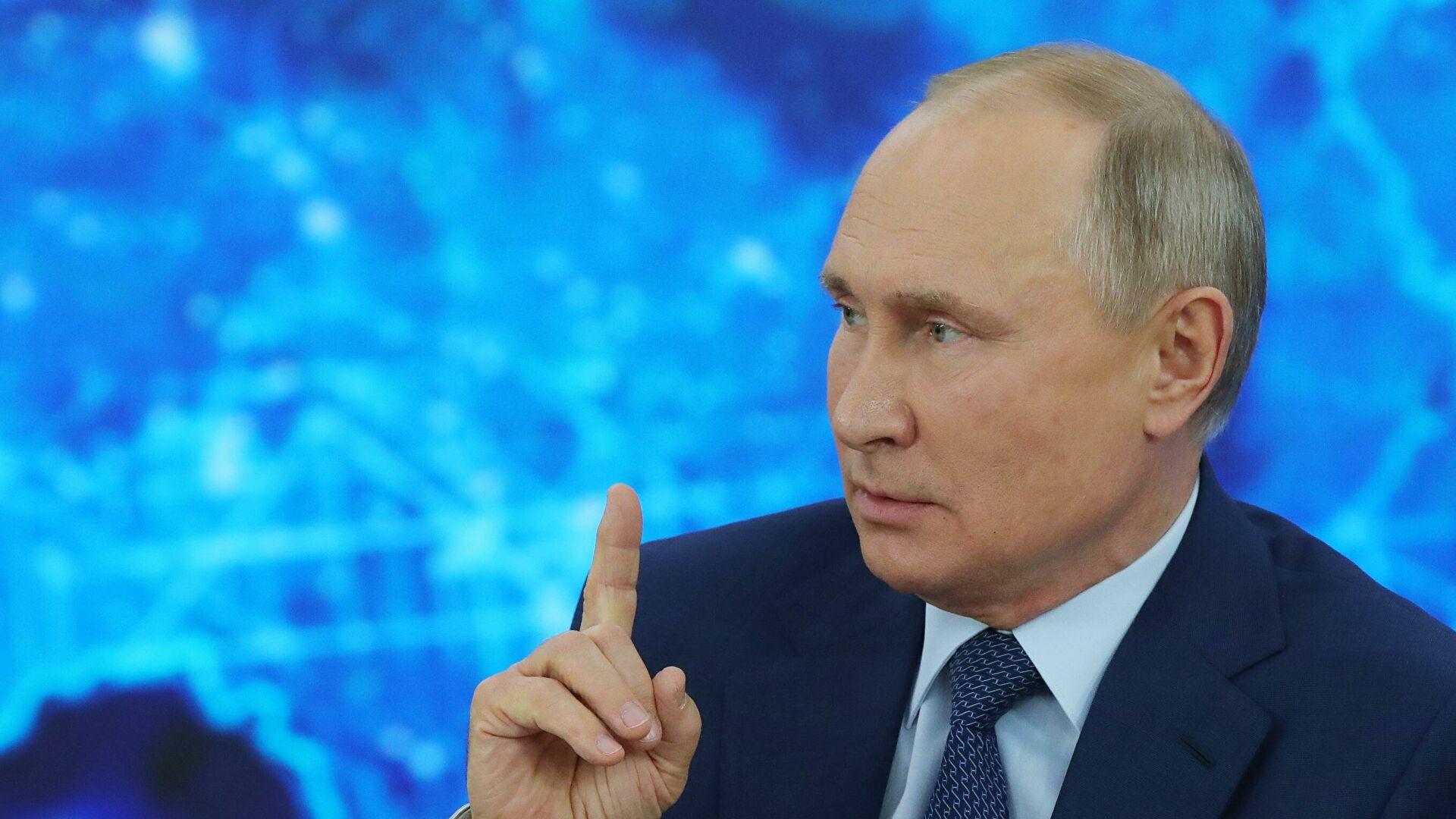 """Путин наложио """"јасно и правовремено испуњавање задатака државног одбрамбеног програма"""""""