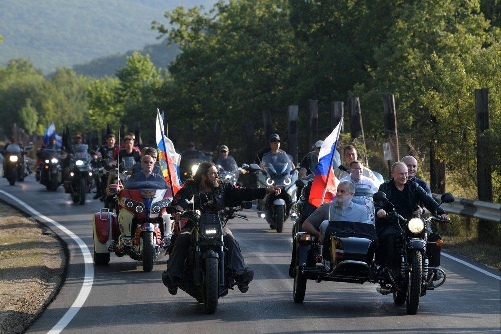 Путин: Захвалност целом бајкерском покрету за све што раде за патриотско образовање младих, то је изузетно важно