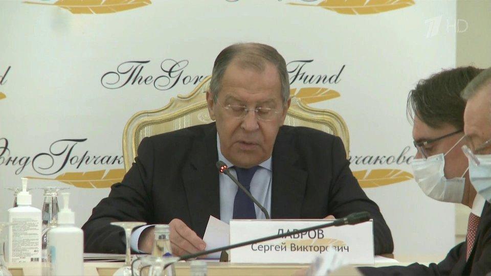 Лавров: Западни политичари, бранећи геополитичке позиције, све више измишљају басне