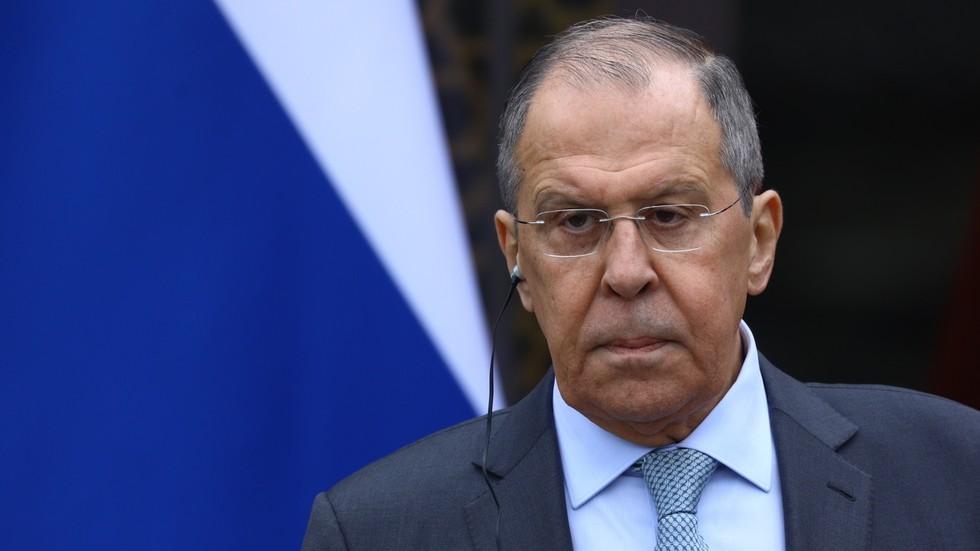 Месеци политичке напетости и талас нових санкција прекинули су све везе између ЕУ и Русије, рекао је Сергеј Лавров, додајући да је његова земља спремна да настави сарадњу ако Брисел одлучи да је заинтересован.  Говорећи данас на конференцији за нови