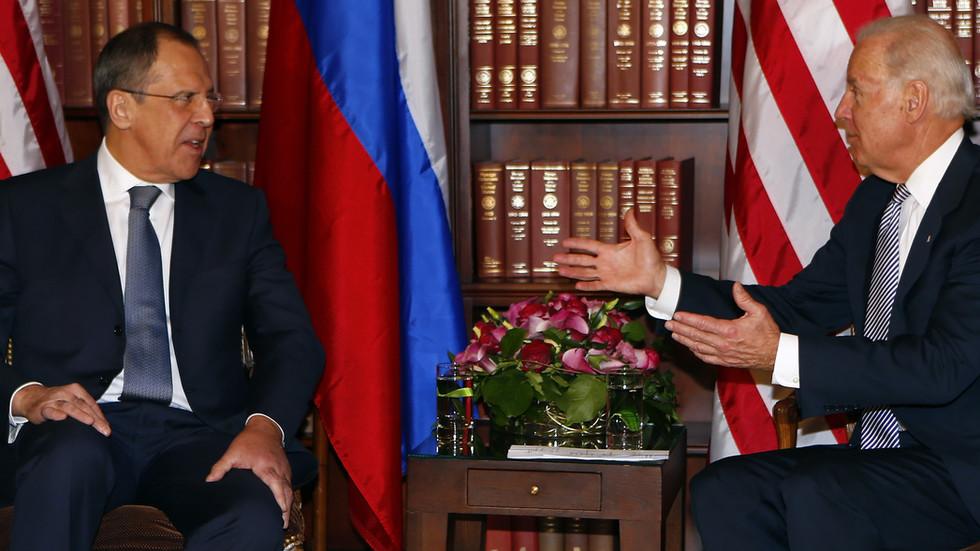 """РТ: Русија протерује 10 америчких дипломата и разматра """"болне"""" мере усмерене на америчка предузећа - Лавров"""