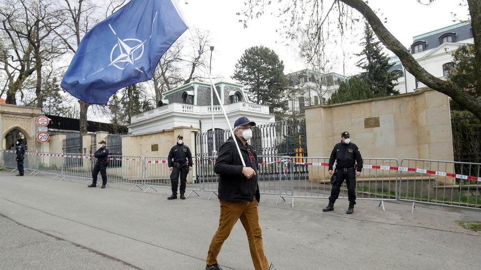 РТ: Русија наложила двадесеторици чешких дипломата да напусте земљу до краја дана, као одговор на протеривање руских дипломата