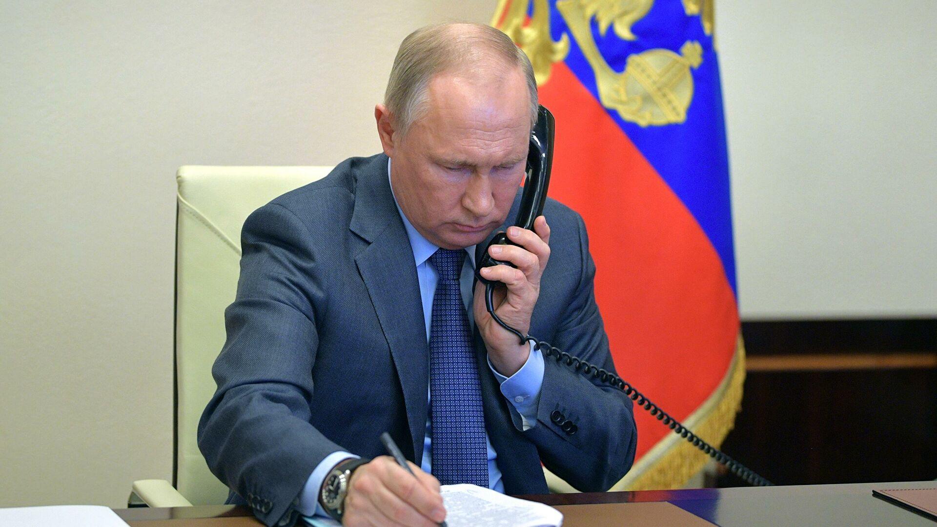 Путин и Макрон разговарали о ситуацији у Украјини