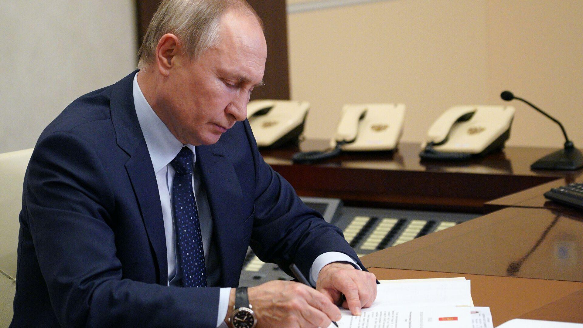 Путин потписао Указ којим се позивају резервисти на војну обуку