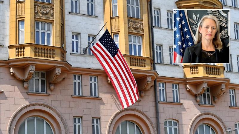 RT: Moskva proteruje portarola američke ambasade, kao deo odgovora na američko proterivanje ruskih diplomata
