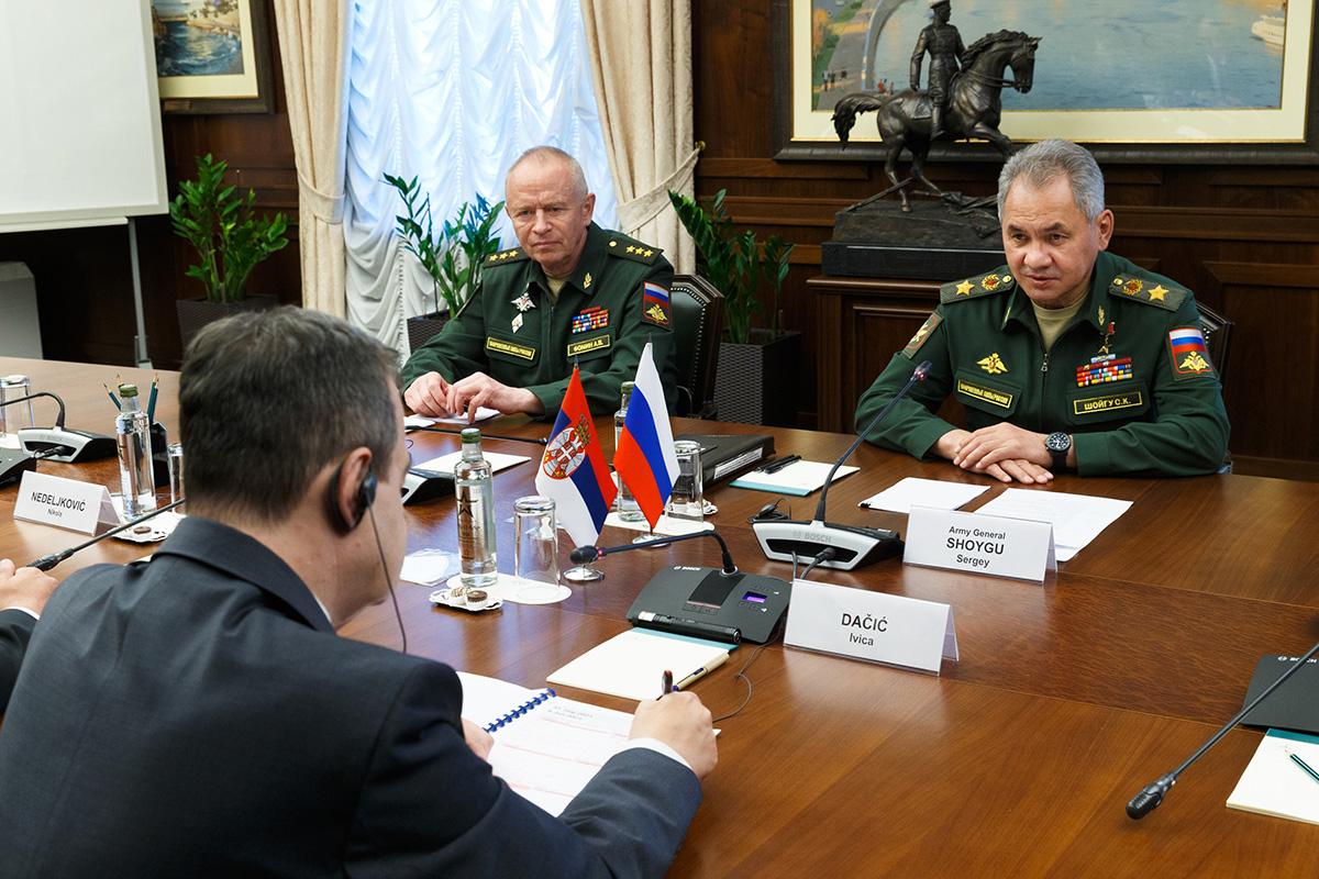 Шојгу: Са Србијом активно развијамо војно-техничку сарадњу