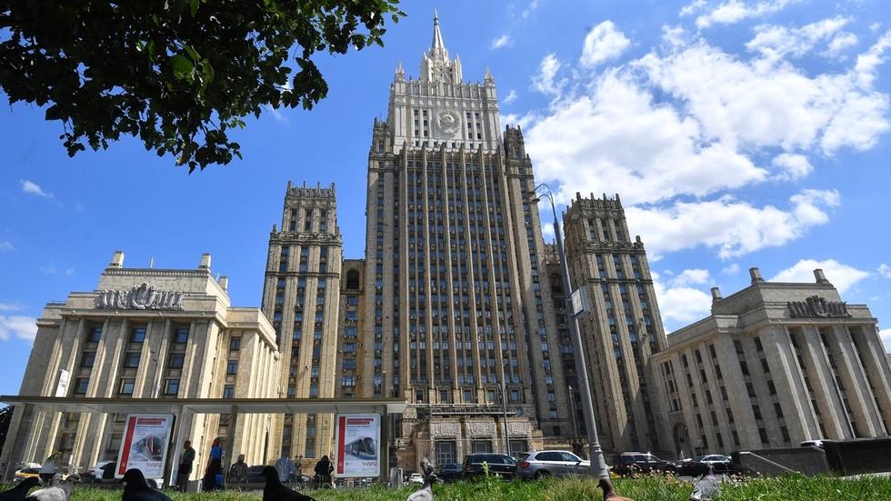"""РТ: Москва позвала америчког амбасадора због мешања у руске изборе, наводећи да је америчка реакција """"одвојена од стварности"""""""