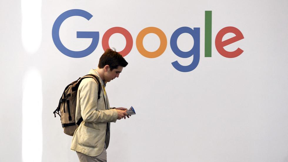 """РТ: Руски парламент запретио оштријим казнама америчким технолошким гигантим јер """"Гугл"""" игнорише закоснку регулативу"""
