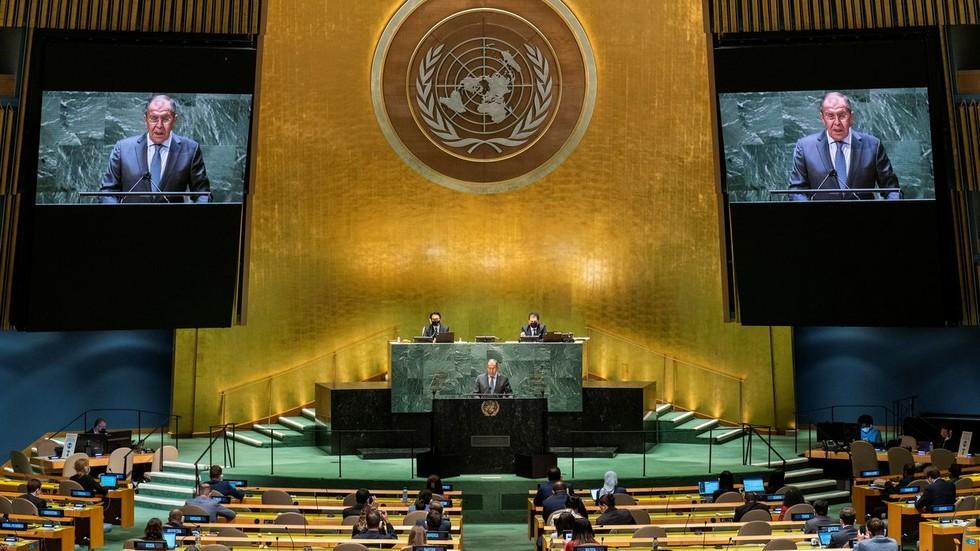 """РТ: """"Крсташки рат у стилу Хладног рата против неистомишљеника"""": Лавров осудио Бајденову идеју о """"самиту демократије"""" који """"дели свет на нас и њих"""""""