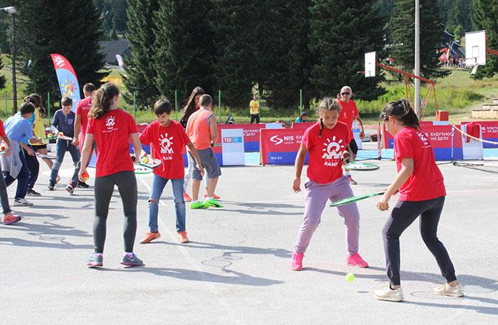 Отворена школа тениса обрадовала малишане на Тари