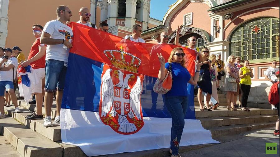 РТ: Србски навијачи окупирали центар Москве