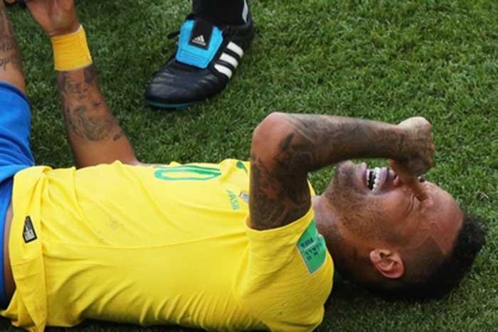 Нејмар 14 минута провео лежећи на трави за четири утакмице