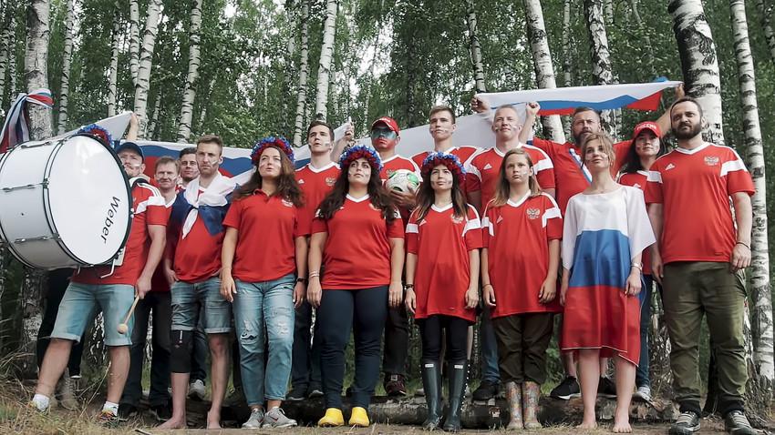"""Како су Руси одговорили исландским навијачима који су отпевали """"Каљинку"""""""