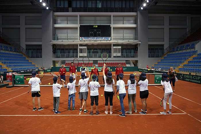 Тенисери и НИС за децу из СОС дечјег села у Краљеву
