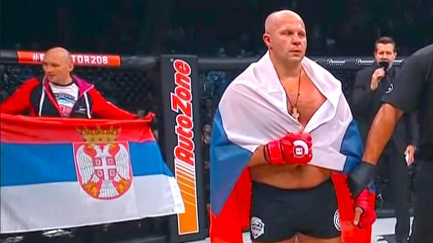 """Ruski """"Imperator"""" sa srbskom zastavom bacio na kolena američkog """"gangstera"""""""