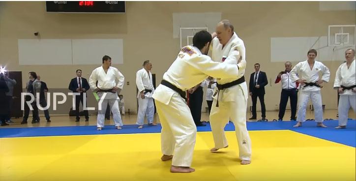 Putin sparingovao sa olimijskim šampionom