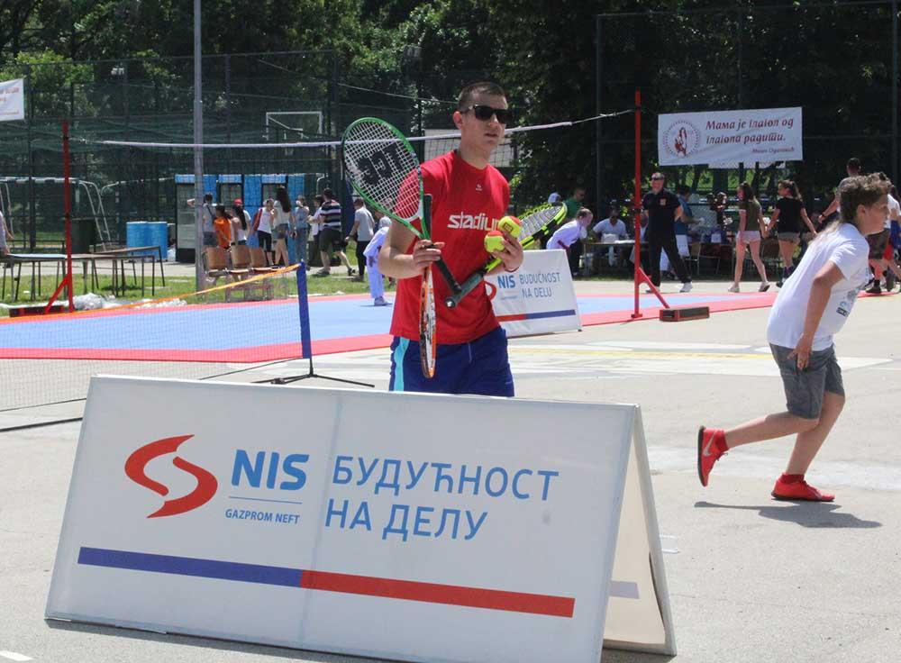 Održana besplatna škola tenisa za decu na Adi