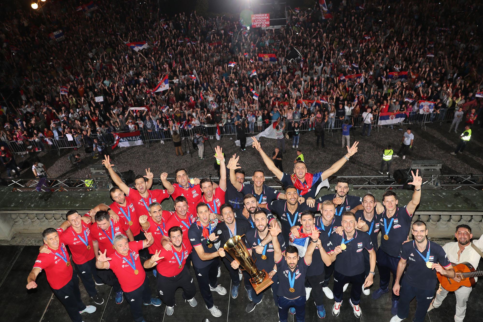 Хиљаде навијача дочекало прваке Европе код шампионског балкона
