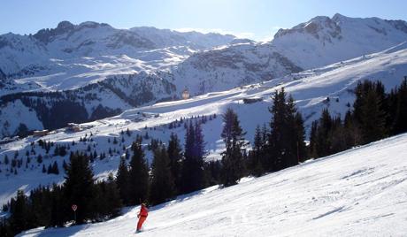Лавина се обрушила на ски-стазу у Француским Алпима