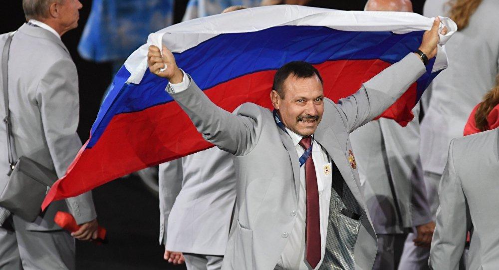 Одузета акредитација Белорусу који је носио руску заставу на Параолимпијади  Даље: https://rs.sputniknews.com/rusija/20160908/1108053988/Belorusija-Rusija-paraolimpijada.html