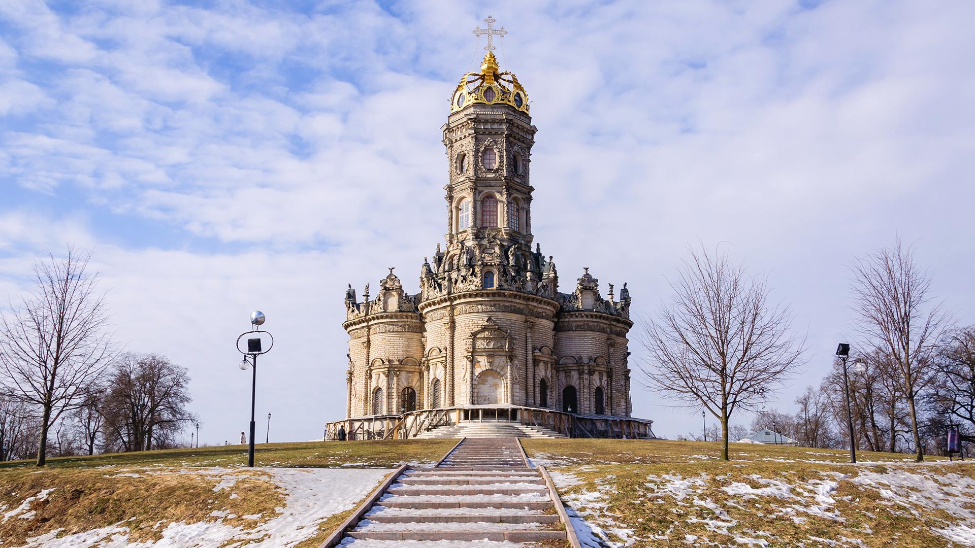 Десет московских храмова од којих застаје дах