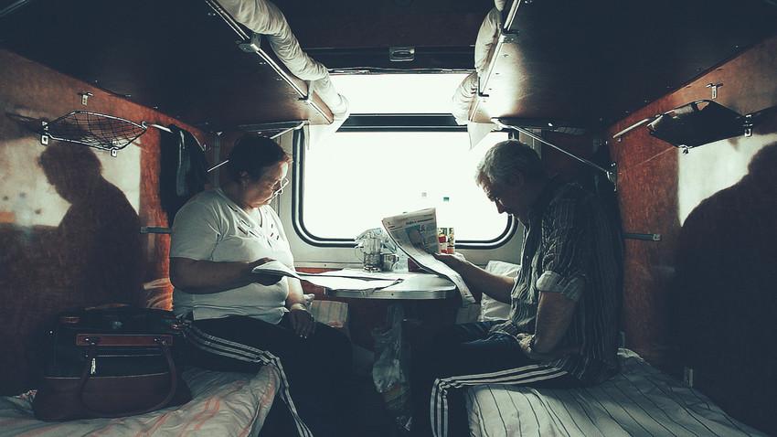 """У ноћном руском возу: Попијте чај са случајним сапутником и """"отворите душу"""" пред њим"""