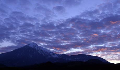 Камчатка: шаторски камп са погледом на лаву