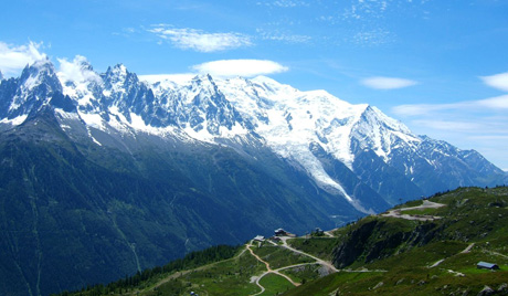 Двоје туриста погинули у француским Алпима
