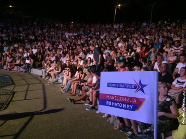 Slavlje i protesti širom BJR Makedonije zbog poziva za članstvo u NATO i EU