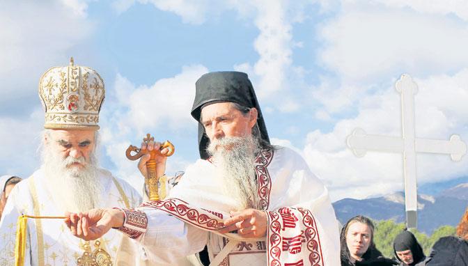 Poziv da krstim Mila na Ostrogu još važi
