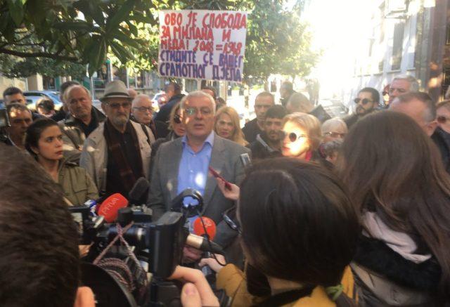 Mandić poziva građane ispred suda i Skupštine: Nema pravde kad mafija sudi
