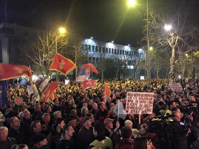 Protest ispred Skupštine Crne Gore zbog hapšenja Medojevića
