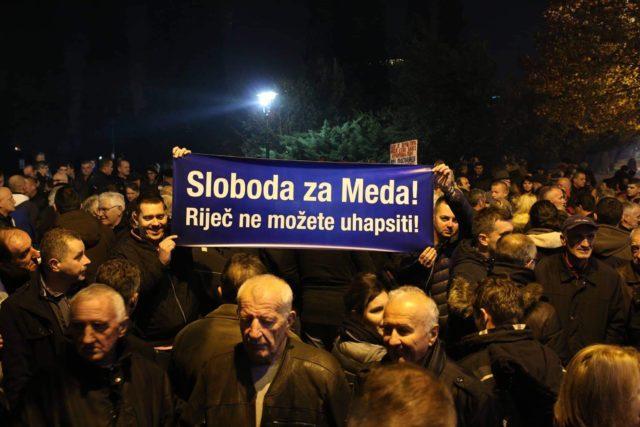 Ispred Skupštine Crne Gore povodom hapšenja Medojevića