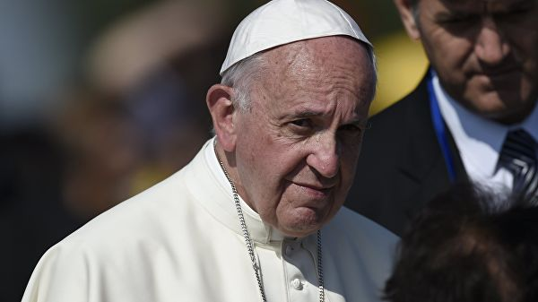 Папа у Скопљу: Људи данас живе у виртуелном свету, заборављајући на стварност