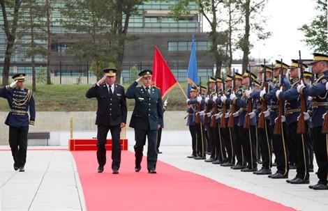 Министар одбране Црне Горе у посети властима Приштини