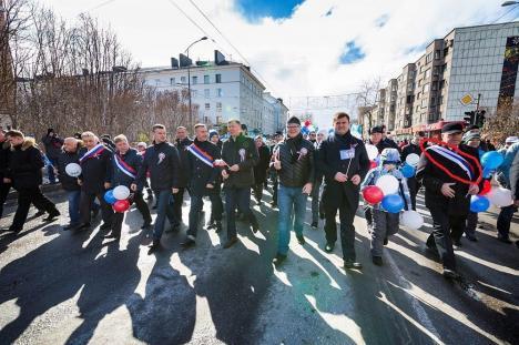 """""""Мурманск је Србија"""": 1. мај у руском граду дочекали у """"србским"""" бојама"""