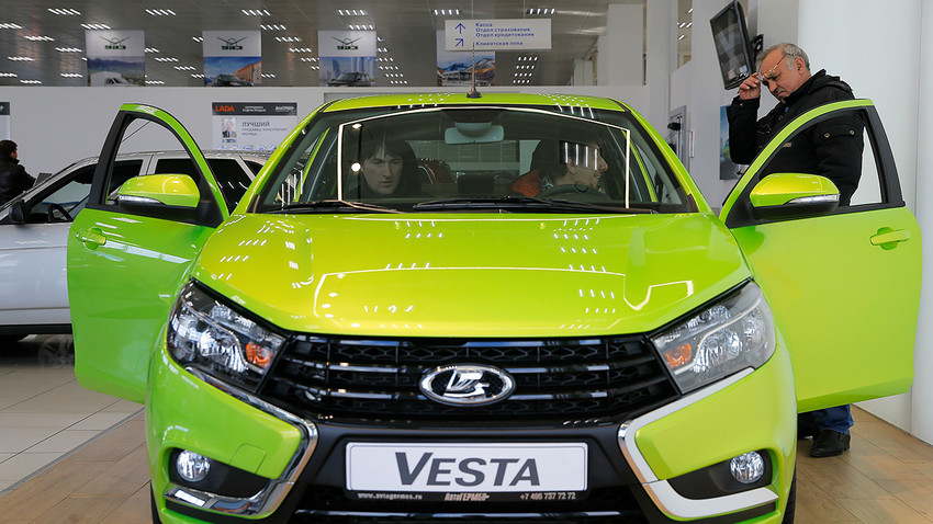 Власници Lade Vesta управљаће аутомобилом преко мобилног