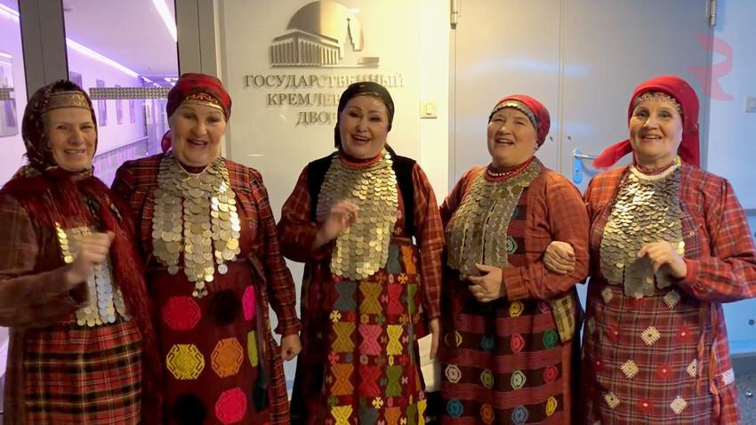 Бурановске бабушке шаљу Србима новогодишње честитке