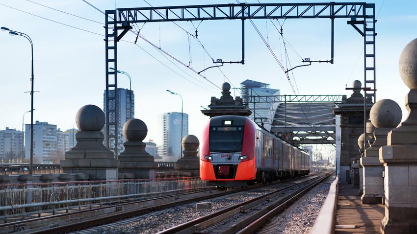 Prugom kroz beskrajne prostore: Devet ruskih vozova kojima se obavezno treba provozati