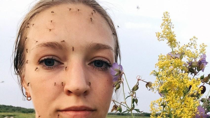 """""""Morate nahraniti komarce"""": Devojka iz Sibira šokirala Instagram letnjom fotografijom"""