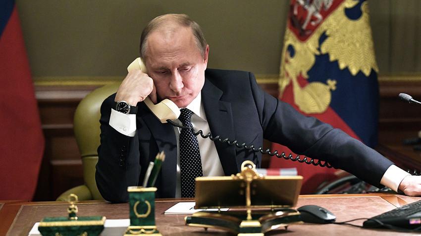 """Зашто је Путин увек изван домашаја страних обавештајних служби и """"телефонских шаљивџија""""?"""
