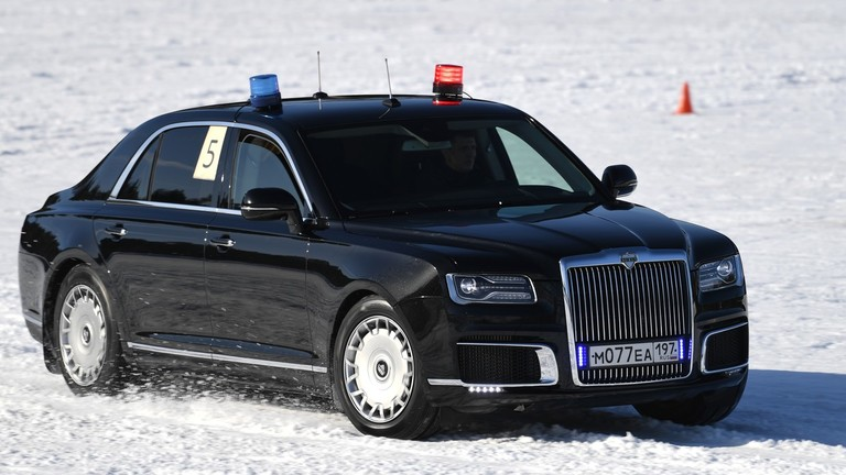 Трка по снегу са аутомобилима председника Русије