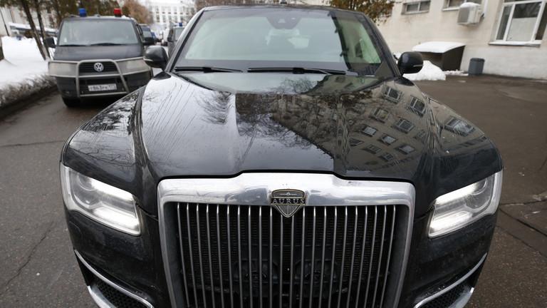 """РТ: Изглед блиндиране """"Путинове"""" лимузине изнутра"""