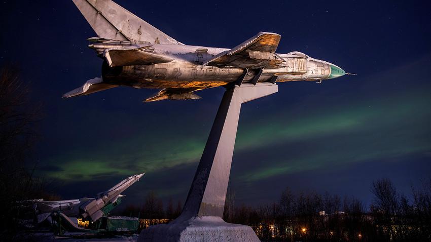 Где влада најдужа поларна ноћ у Русији?