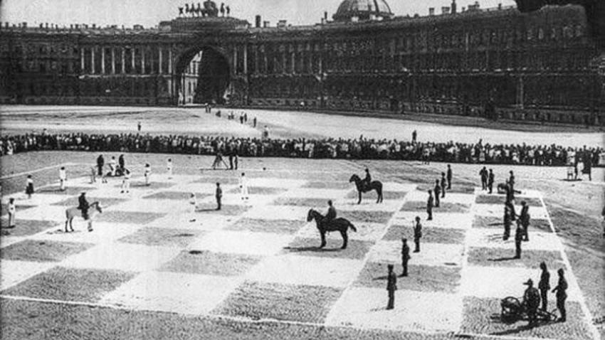 Џиновска табла и живе фигуре: Како је изгледала најнеобичнија шаховска партија у СССР-у