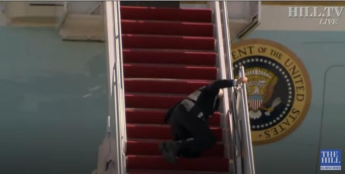 Бајден пао три пута на степенице