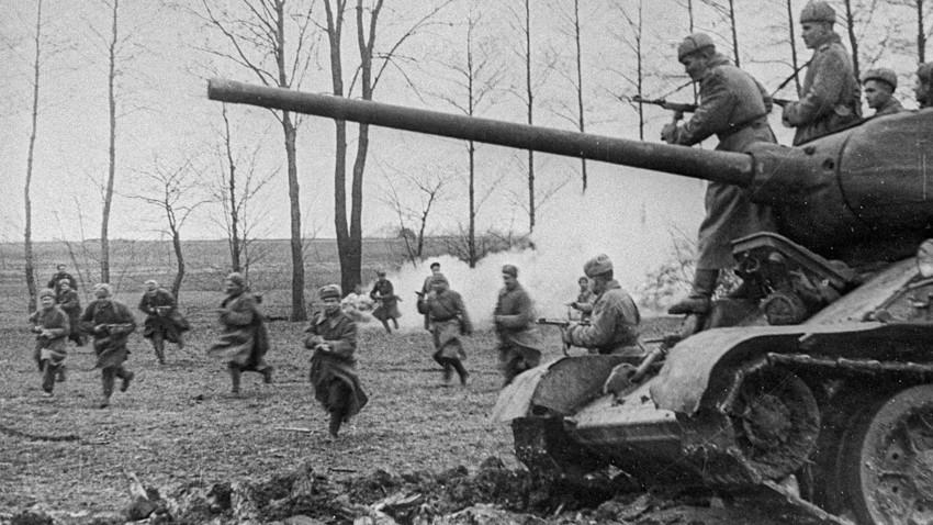 """""""Десет Стаљинових удараца"""" који су оборили нацистичку Немачку"""