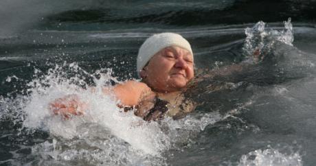 """У Холандији 37 000 """"моржева"""" заронило у воду"""