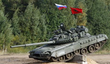 Русија: тенк излетео на аутопут